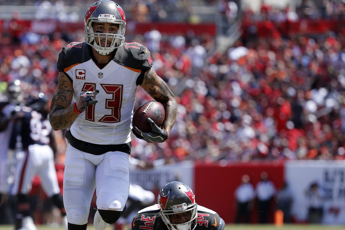 Mike Evans is not wearing gloves and still making defenders look