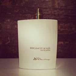#SOTD: Grapefruit and Bergamot open to an earthy heart of white flowers, cedar and labdanum. This rare perfume from <b>Provence</b> is keeping me warm with an embrace of oak moss, musk, honey and patchouli in its base.