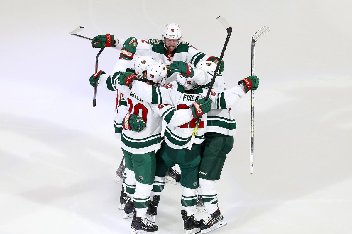 NHL: Western Conference Qualifications-Minnesota Wild vs Vancouver Canucks