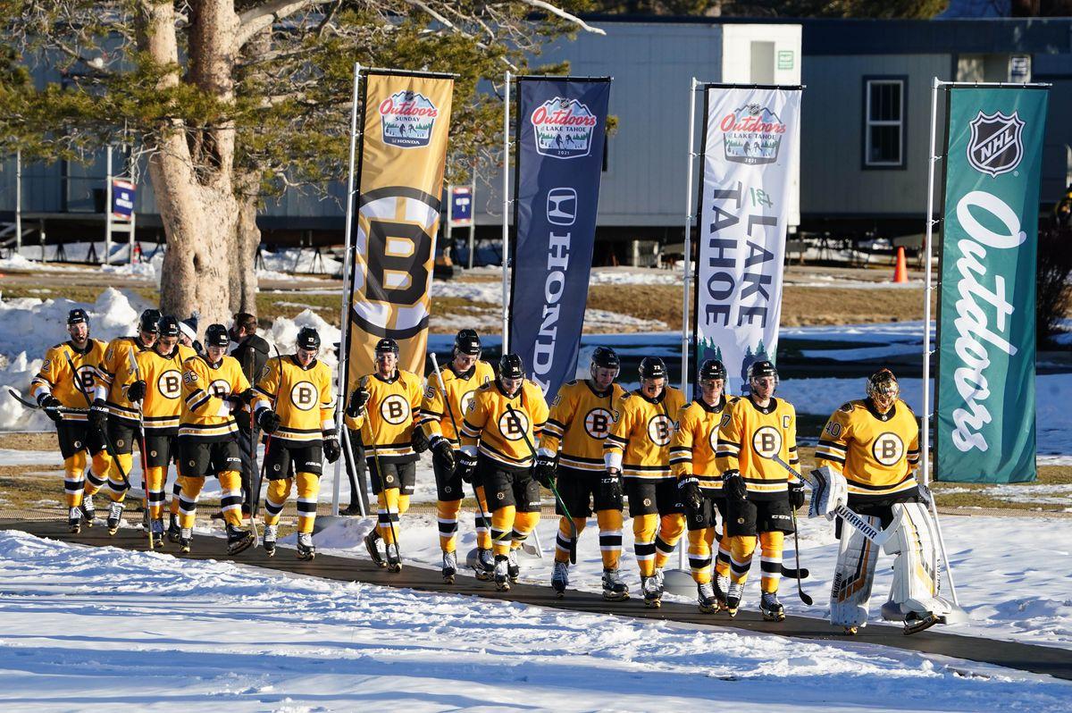 NHL: NHL Outdoors-Philadelphia Flyers at Boston Bruins