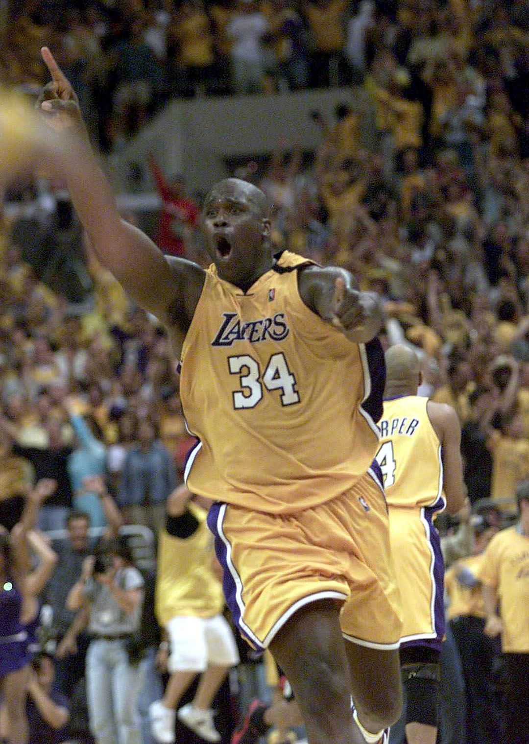 Los Angeles Lakers' Shaquille O'Neal raises his ha