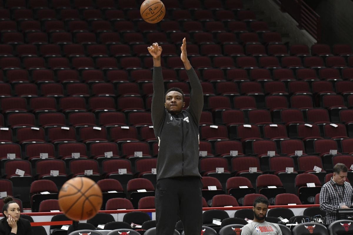 Chicago Bulls center Wendell Carter Jr. warms up before the game against the Phoenix Suns at United Center.