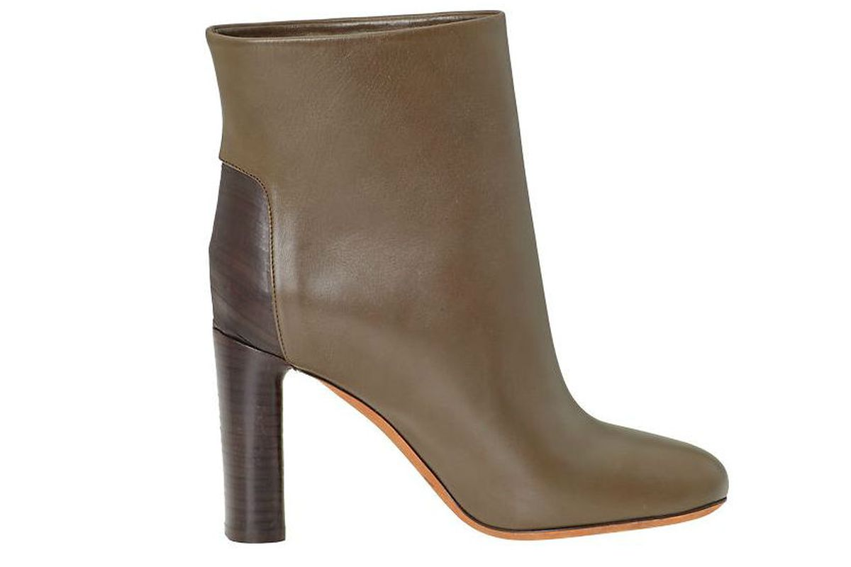"""<a href=""""http://piperlime.gap.com/browse/product.do?cid=1001729&amp;vid=1&amp;pid=943184002"""">Vince Paige boots</a>, $124.98 (were $495)"""
