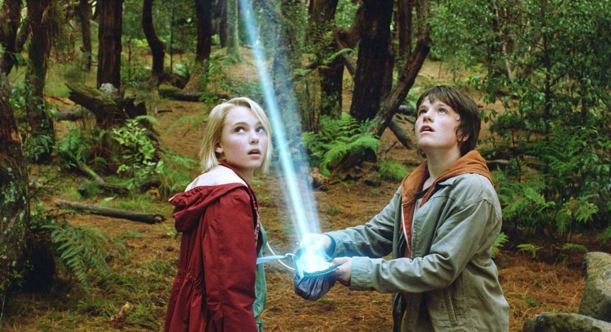Bridge to Terabithia - Leslie and Jess open a pouch
