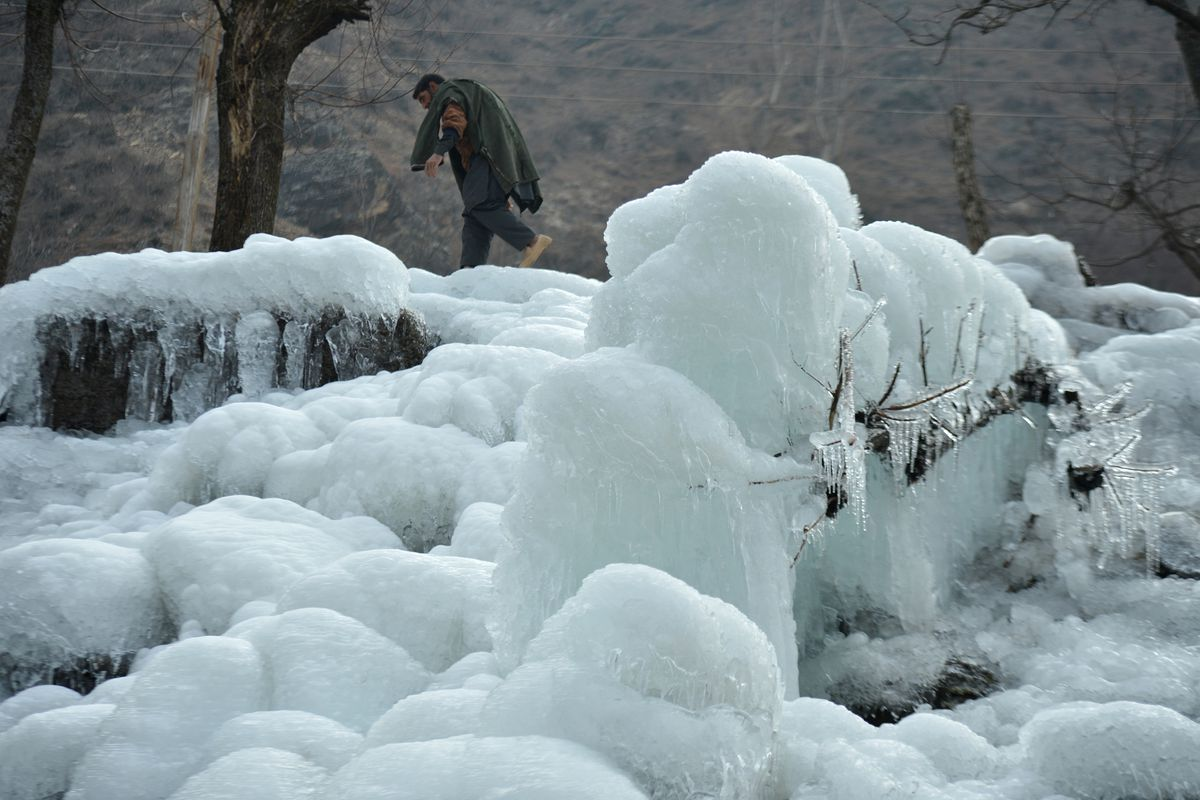 INDIA-WEATHER-KASHMIR-COLD