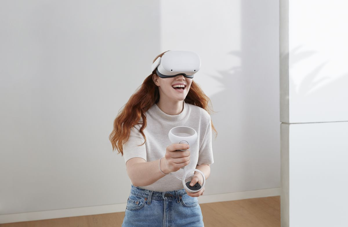 A woman uses Oculus Quest 2 hardware to explore VR
