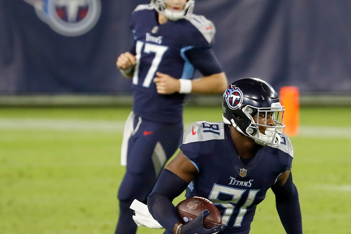 Jonnu Smith #81 of the Tennessee Titans runs with the ball in the second quarter against the Buffalo Bills at Nissan Stadium on October 13, 2020 in Nashville, Tennessee.