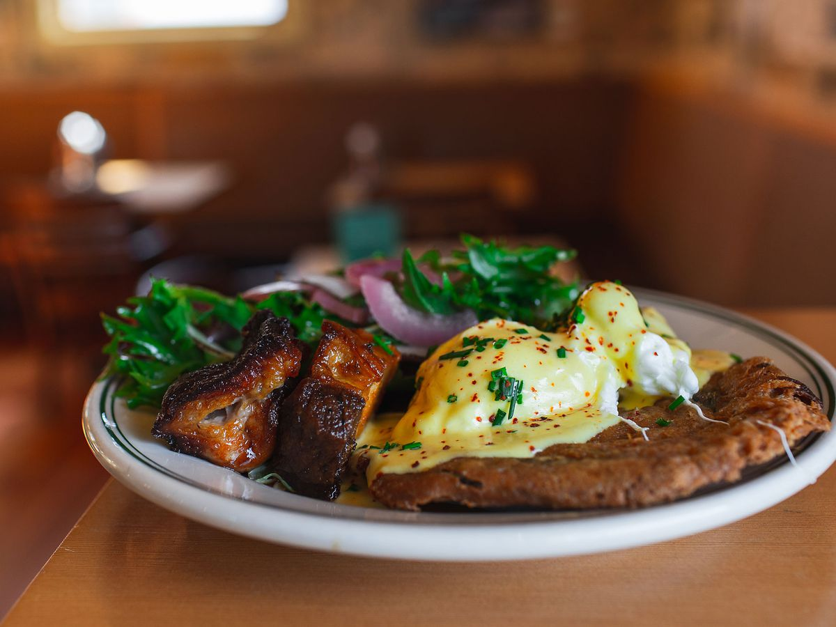 Portland, Cully, Breakfast, Brunch, Beeswing, patio, spacious, eggs benedict, pork belly