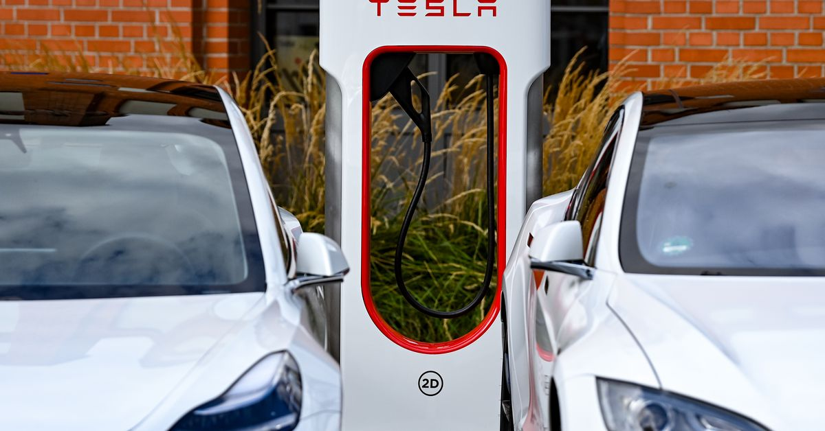 Tesla promises cars that connect to the grid even if Elon Musk doesn't really want them to – The Verge