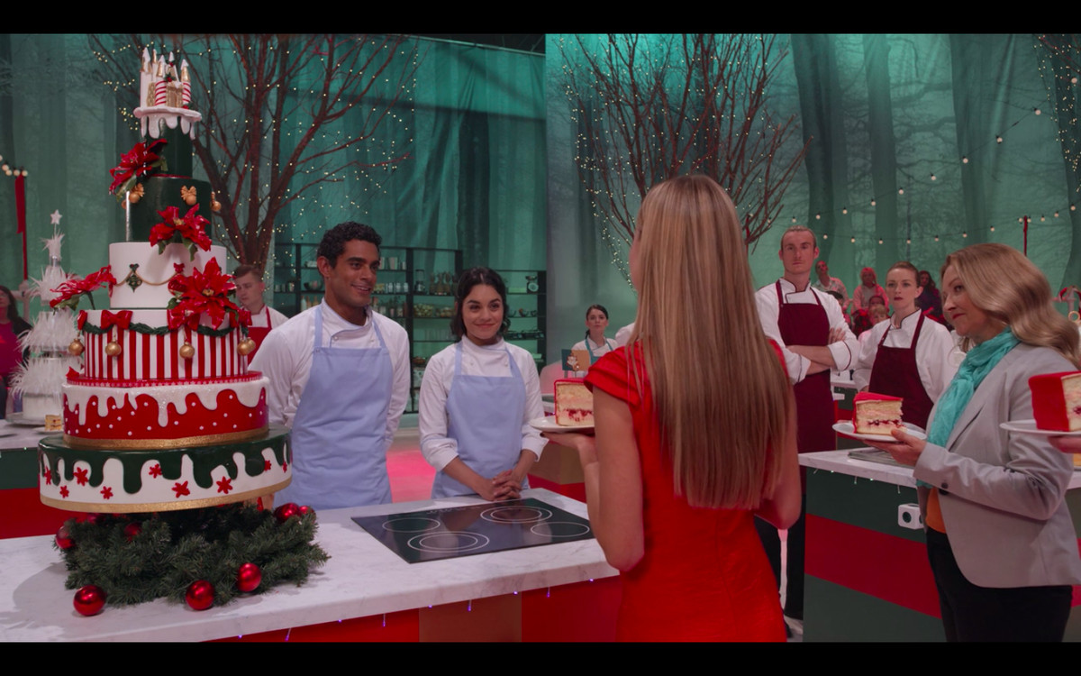 Kevin and Stacy presenting the Christmas cake to a judge