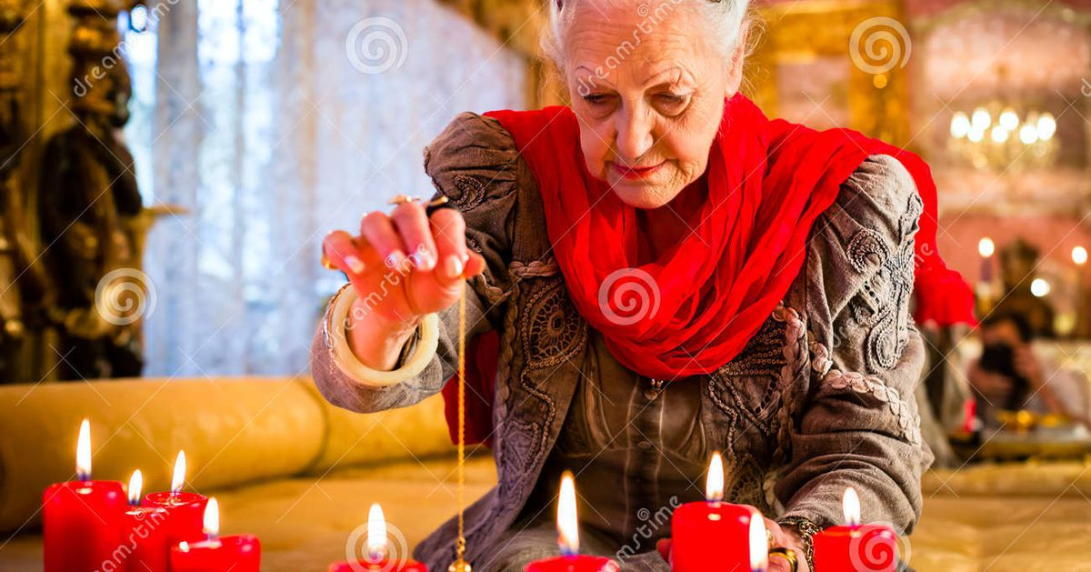 Soothsayer_seance_session_pendulum_female_fortuneteller_esoteric_oracle_sees_future_dowsing_her_to_49330388