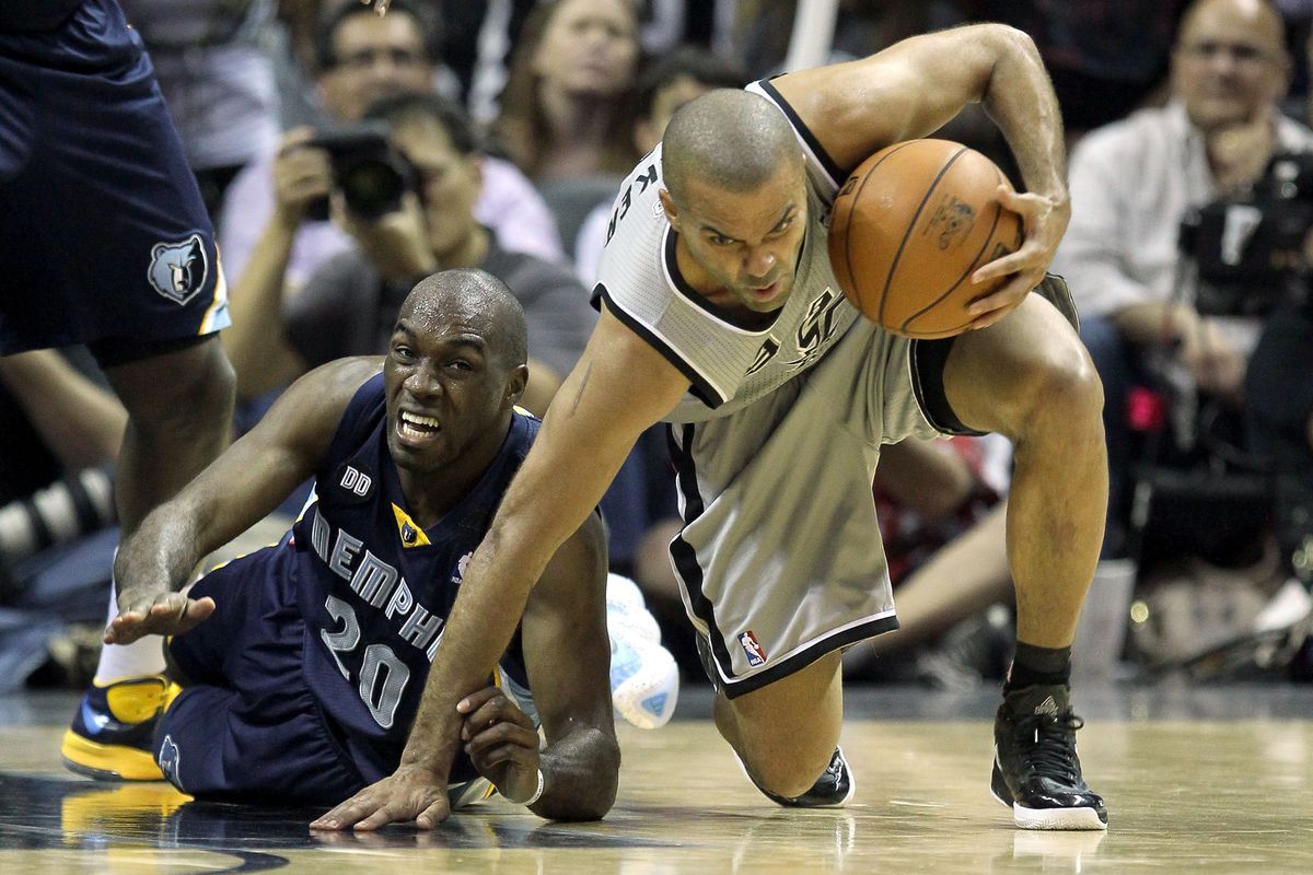The Spurs are Clawing away from Memphis, up 2-0