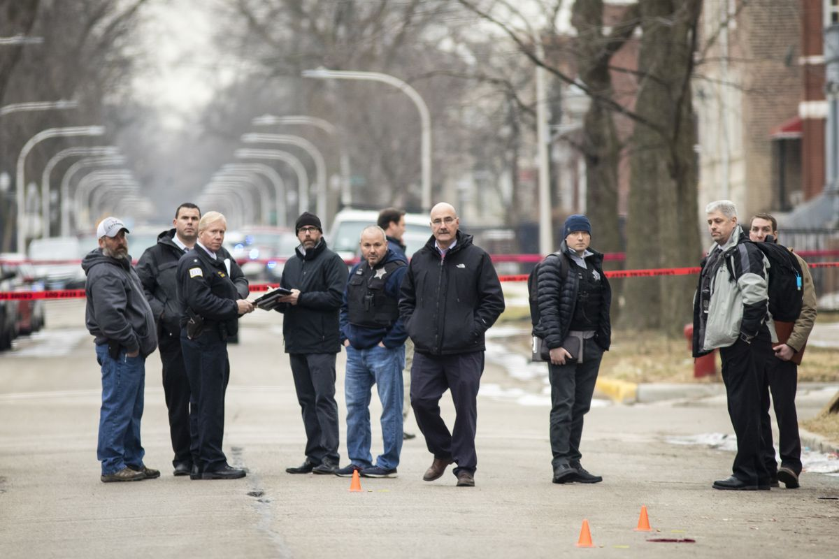 West Garfield Park Shooting Chicago Police Officer Taken To Hospital By Squad Car Chicago Sun Times