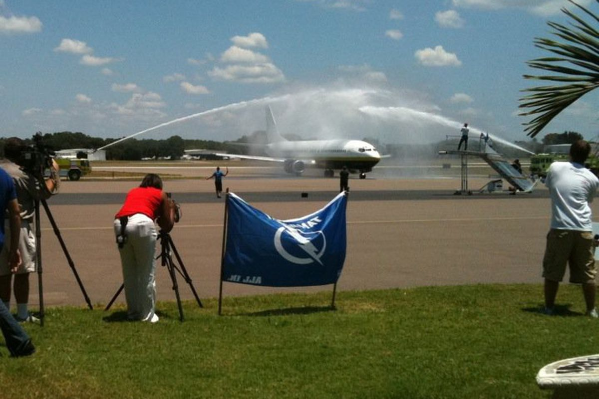 The Tampa Bay Lightning arrive at Tampa International Airport to a firehose salute. Several hundred fans were on hand to greet the team. (photo courtesy of Kelly Hickman)