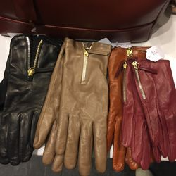 Want les Essentiels gloves, $100