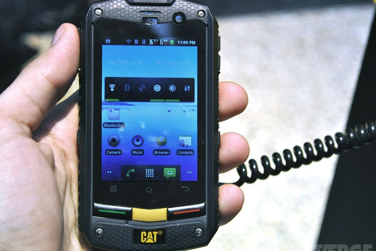 Gallery Photo Caterpillar Cat B10 Rugged Smartphone Hands On Pictures