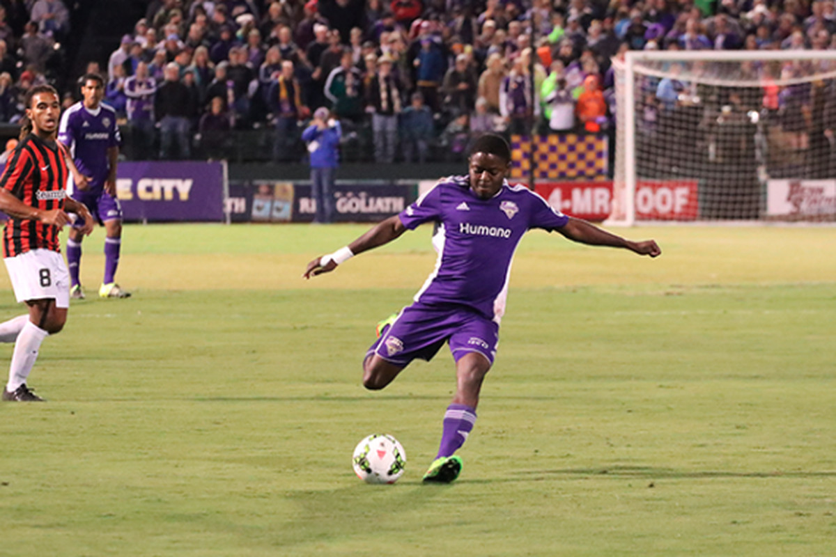 Kadeem Dacres takes a shot against the Charleston Battery in Saturday's semifinal.