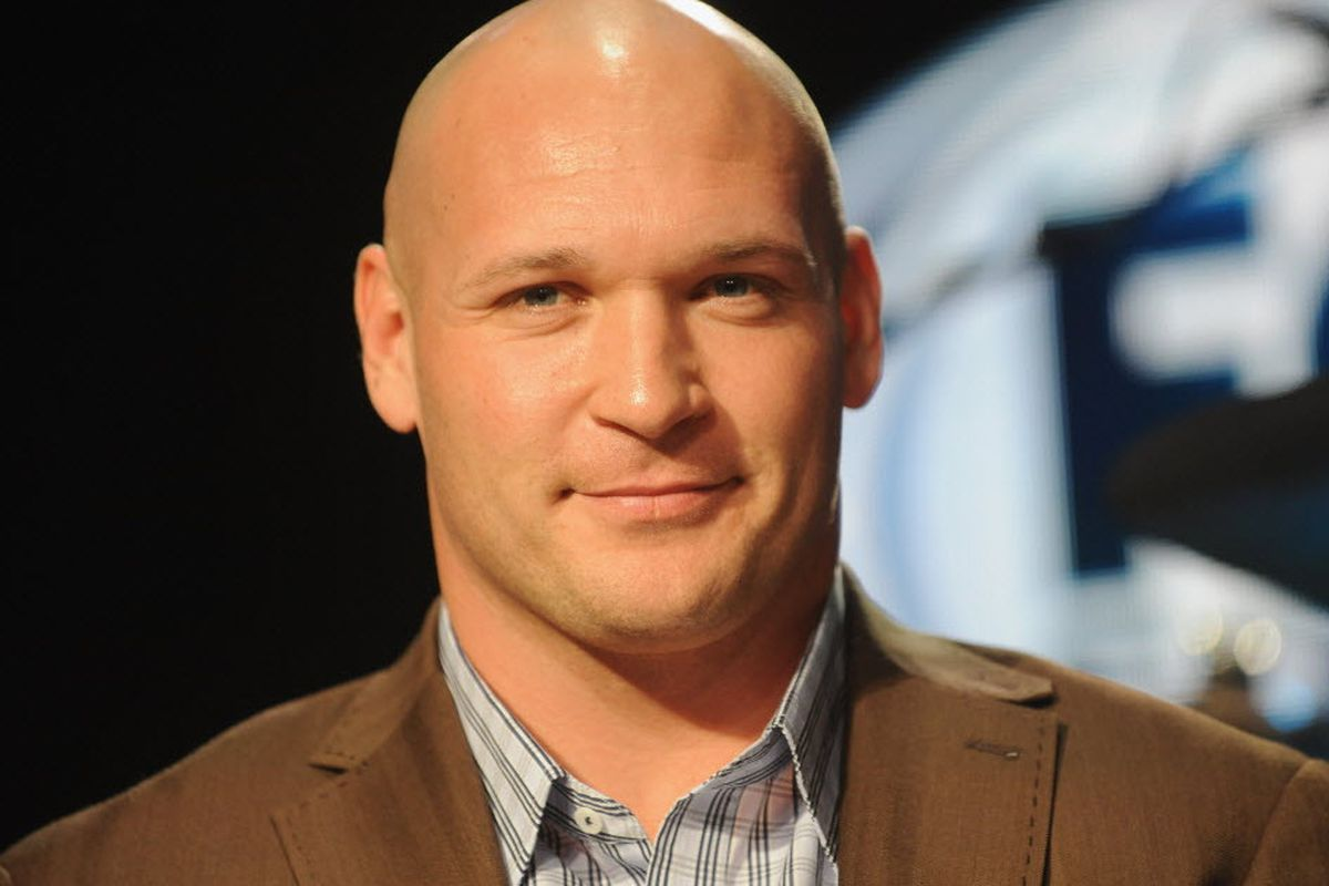 Suit: Clinic cashed in on Urlacher's new hair without