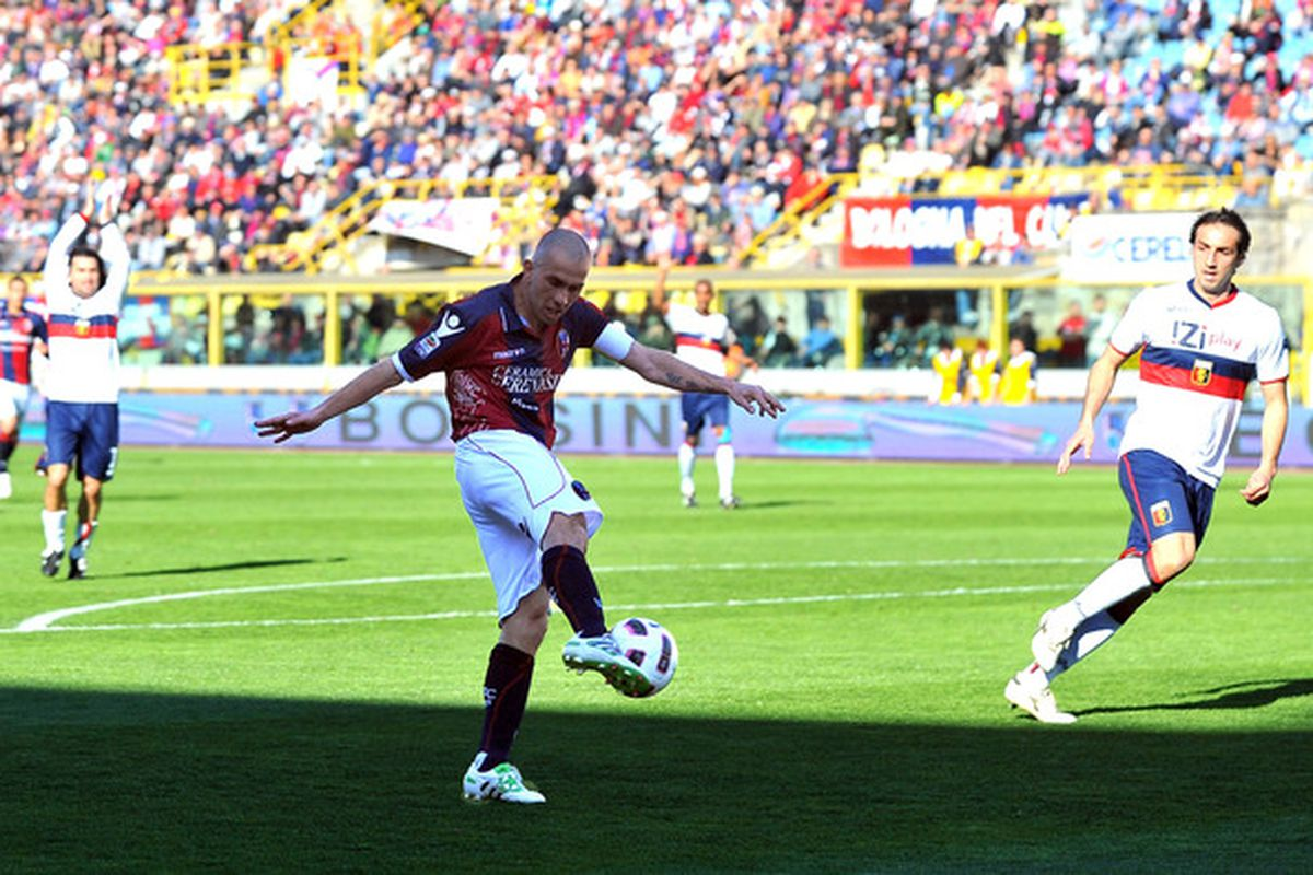 BOLOGNA, ITALY - MARCH 20: Marco Di Vaio, captain of Bologna scores the opening goal of the Serie A match between Bologna FC and Genoa CFC at Stadio Renato Dall'Ara on March 20, 2011 in Bologna, Italy.  (Photo by Roberto Serra/Getty Images)