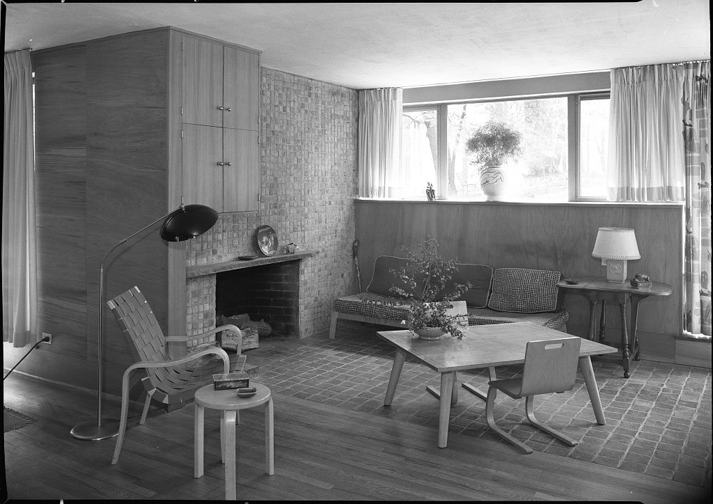 The interior of the Jesse and Ruth Oser House in Pennsylvania. This is an old black and white photograph.