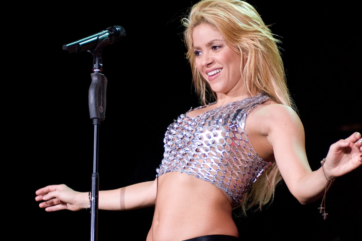 Shakira and her abs via Getty Images