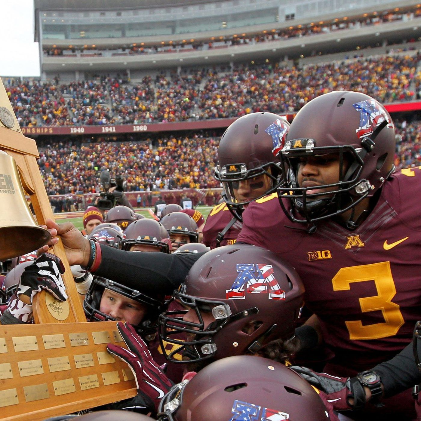 Minnesota Football Don T Forget About The Governor S Victory Bell The Daily Gopher