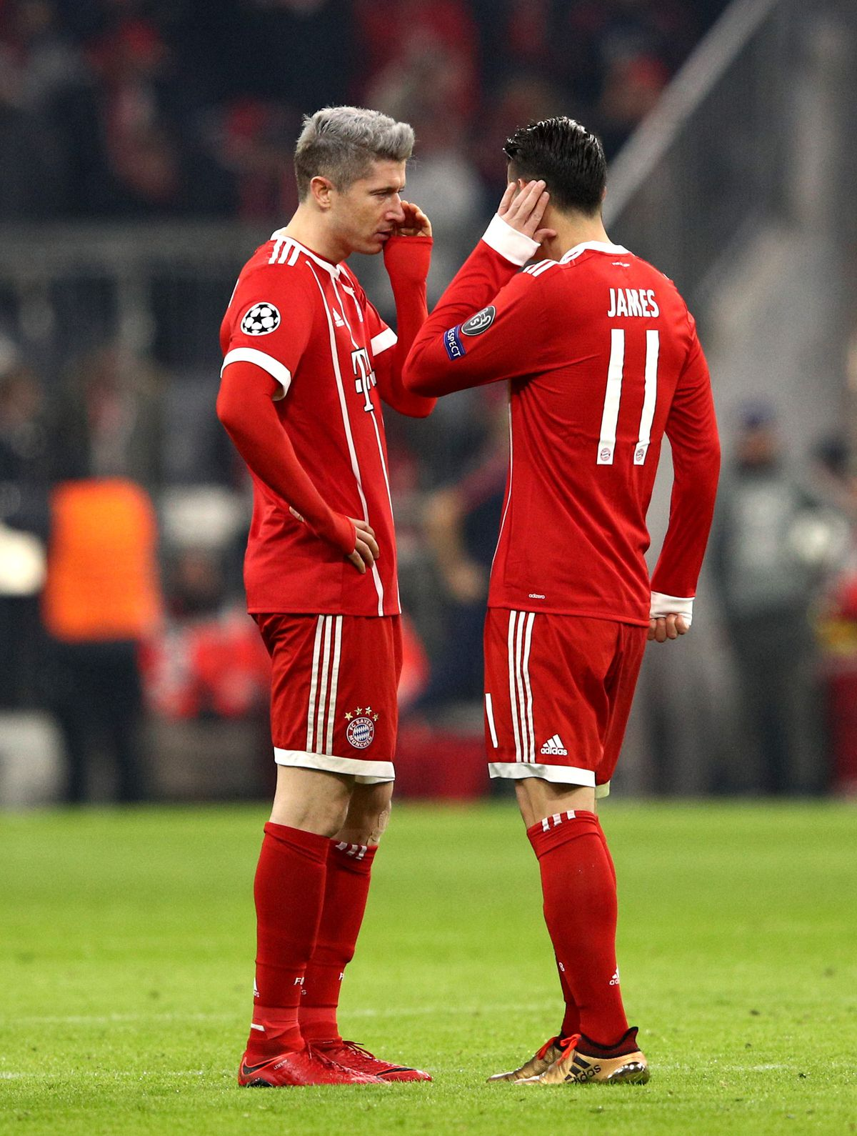 Robert Lewandowski of Bayern Muenche speaks to James Rodriguez of Bayern Muenchen during the UEFA Champions League group B match between Bayern Muenchen and Paris Saint-Germain at Allianz Arena on December 5, 2017 in Munich, Germany.