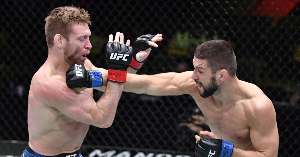UFC Vegas 23 video: Mateusz Gamrot crushes Scott Holtzman with brutal right hand to earn second-round knockout