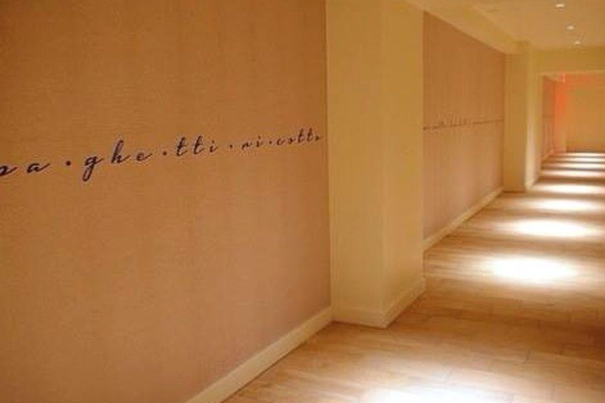 The spaghetti hallway leading to Giada