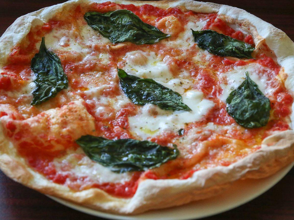 Margherita pizza at Baonecci