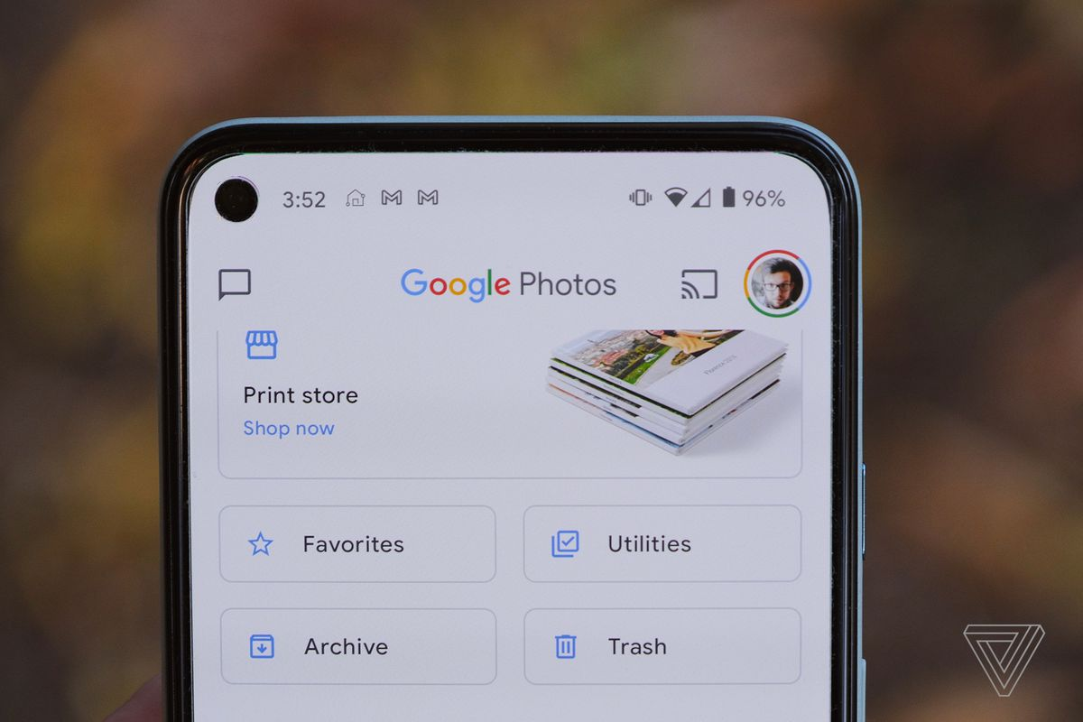 Google Photos Now Lets You Set A Dynamic Changing Wallpaper The Verge
