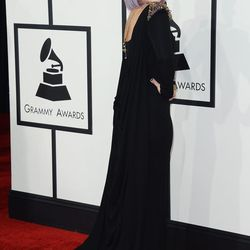 Kelly Osbourne collaborate with Badgley Mishka on her gown, which was inspired by her dad's Grammy-nominated band, Black Sabbath.