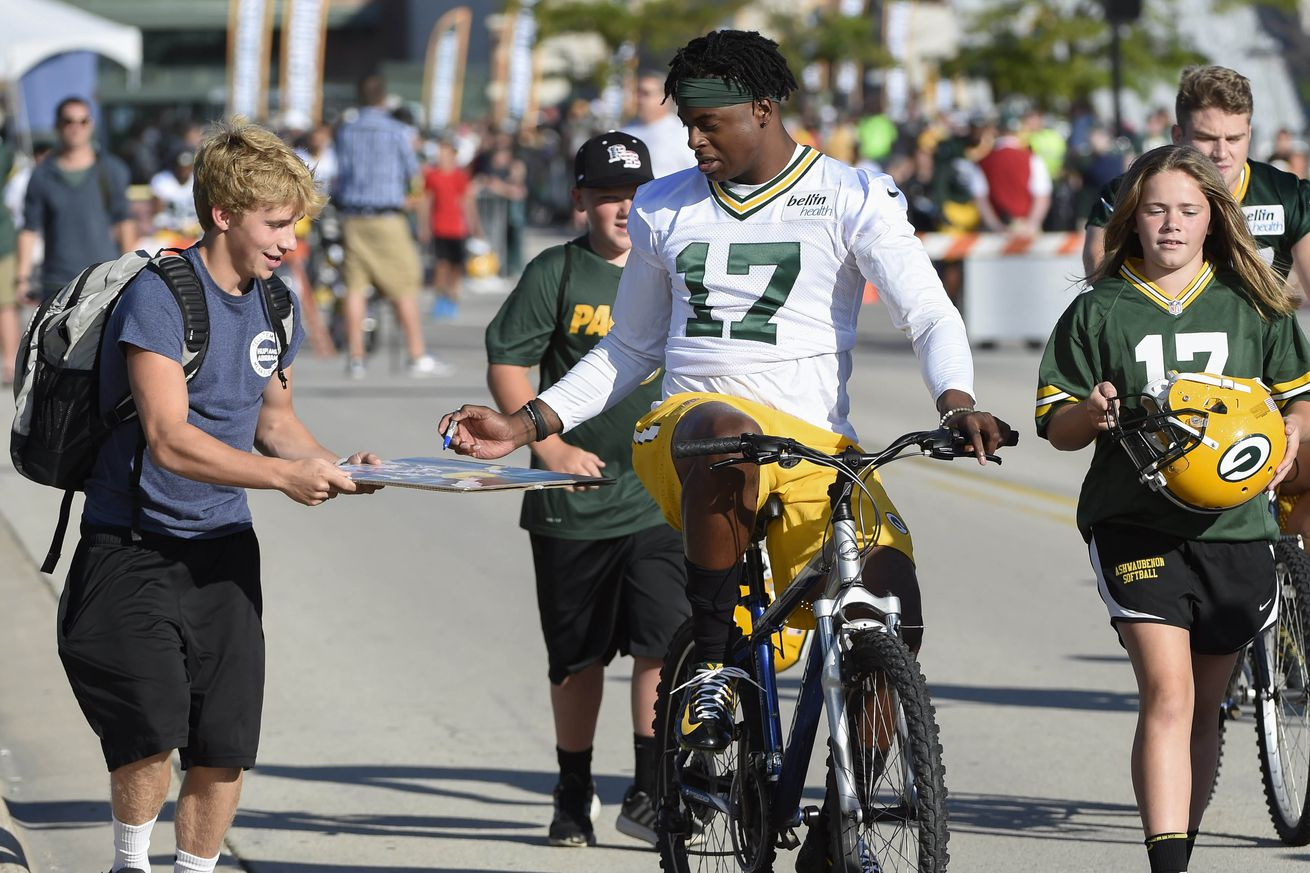 Texans will join Packers players during training camp in bicycle tradition