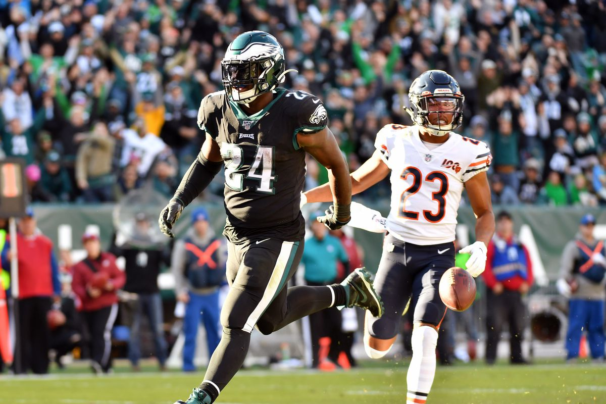 Philadelphia Eagles running back Jordan Howard scores on a 13-yard touchdown run against the Chicago Bears during the third quarter at Lincoln Financial Field.