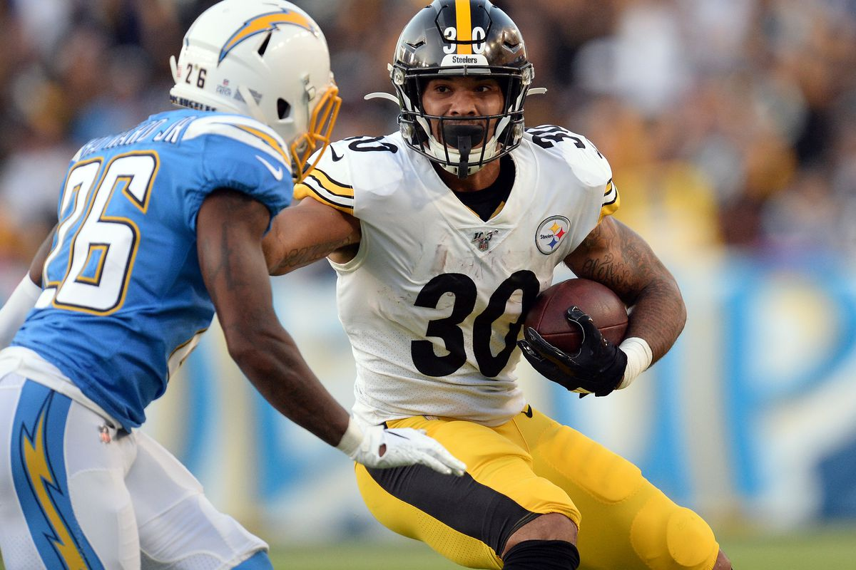 Pittsburgh Steelers running back James Conner runs the ball against Los Angeles Chargers cornerback Casey Hayward (26) during the first half at Dignity Health Sports Park.