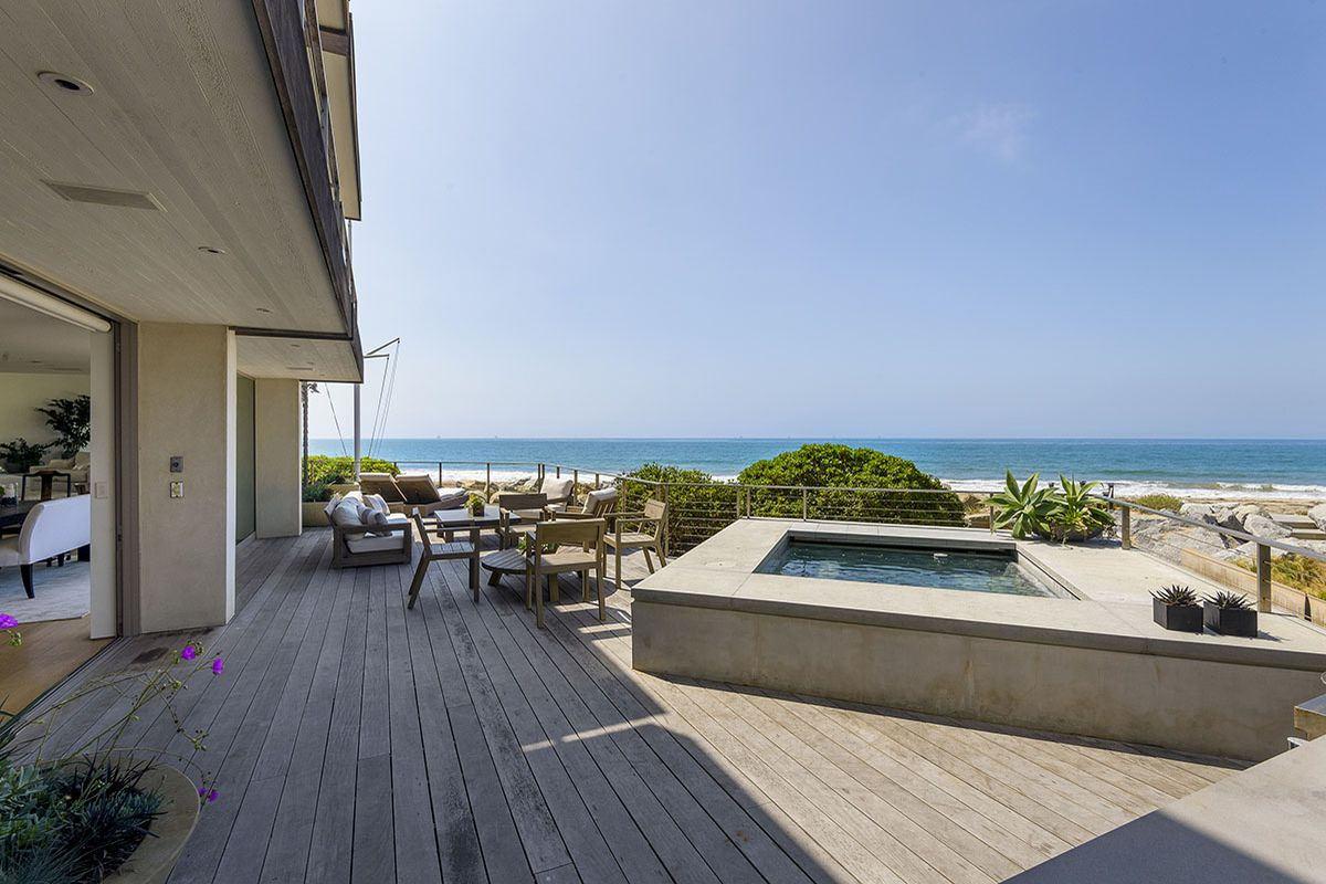 Ellen Degeneres S Lavish Beachfront Mansion Near Santa Barbara For 18 6m