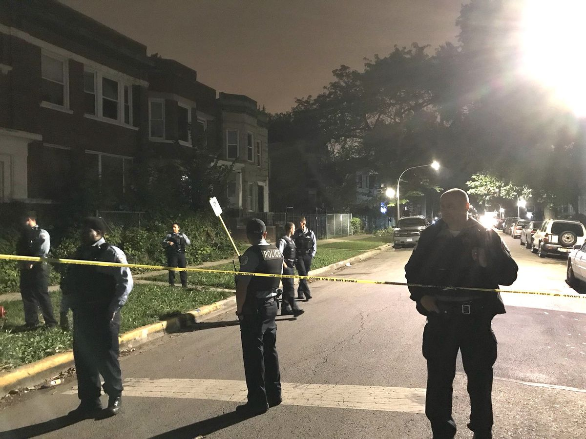 Police investigate a fatal shooting Sunday night in the 5700 block of South Sangamon Street. | Tyler LaRiviere/Sun-Times