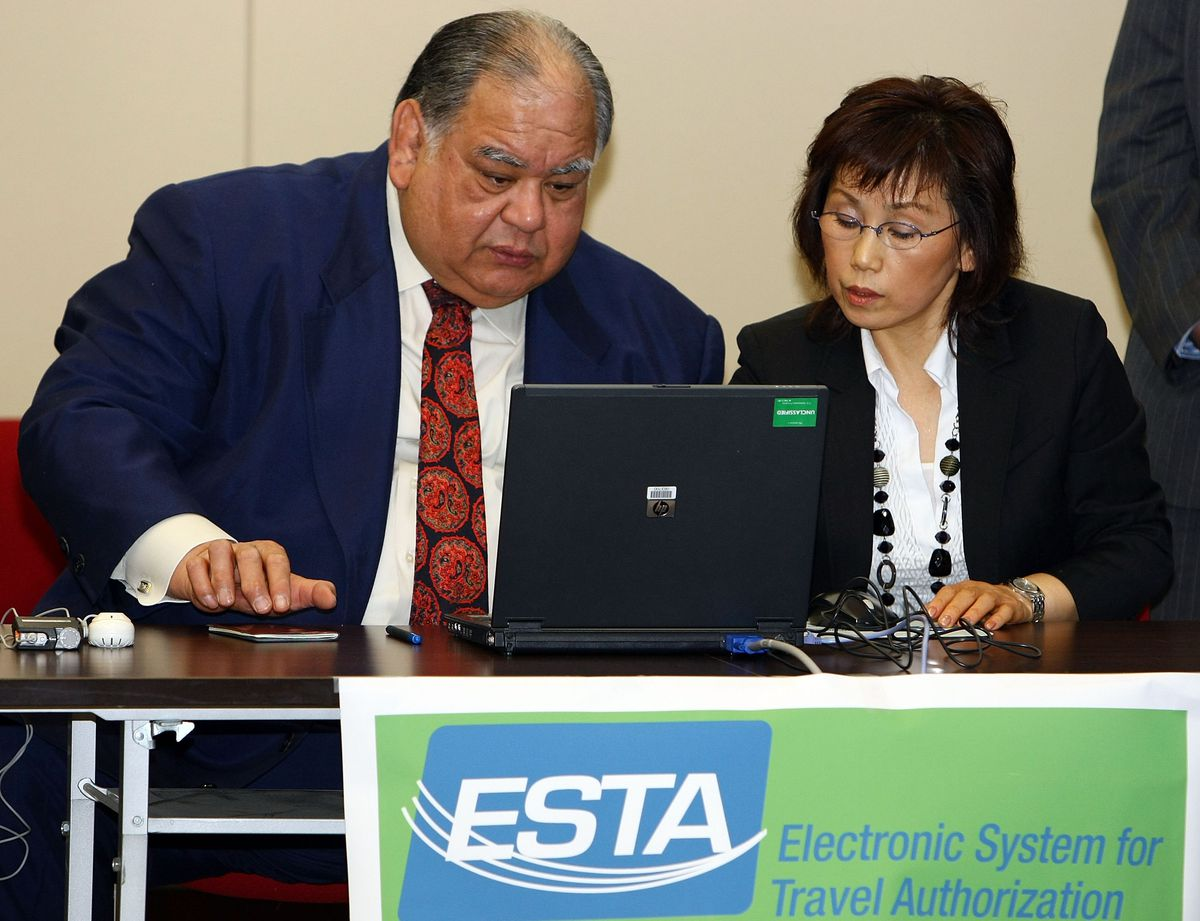 A demonstration of the electronic system for countries in the Visa Waiver Program in 2009.