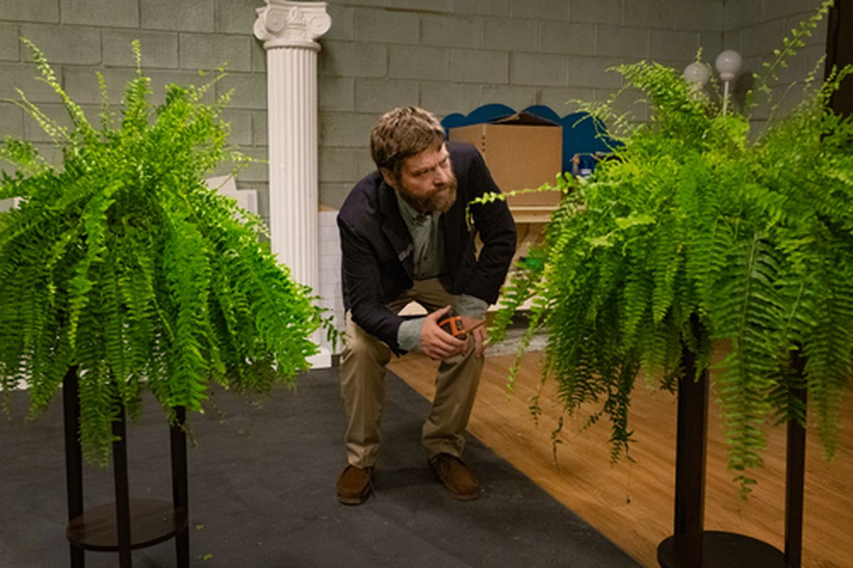 'Between Two Ferns: The Movie': Zach Galifianakis' clueless alter ego just as rude on the road