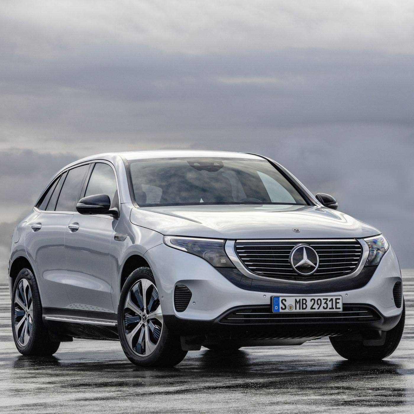 Mercedes Benz S First Serious All Electric Car Is A 402 Horsepower Suv With Over 200 Miles Of Range The Verge