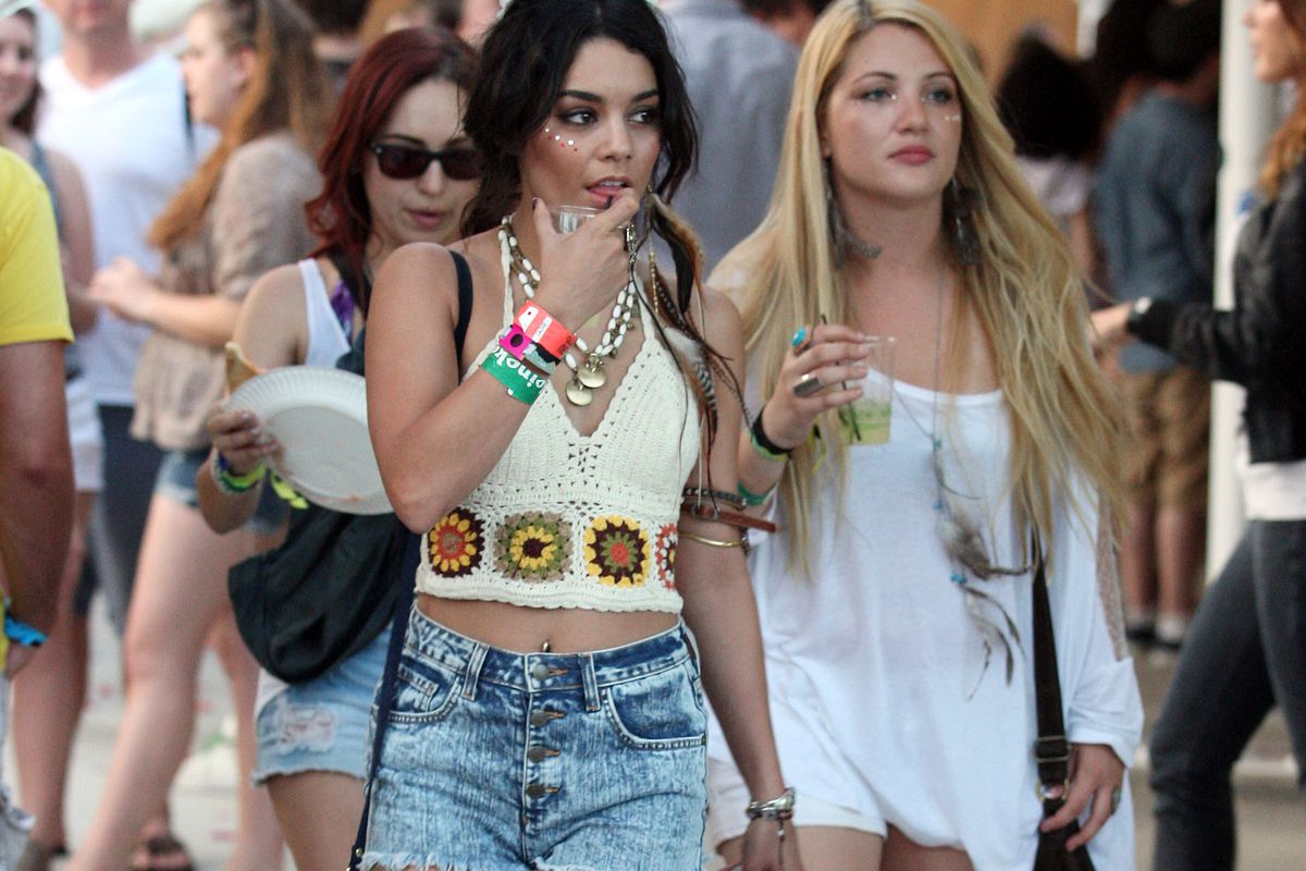 8d0ebcd5dcc2f The 17 Coachelliest Outfits Celebrities Have Ever Worn at Coachella ...