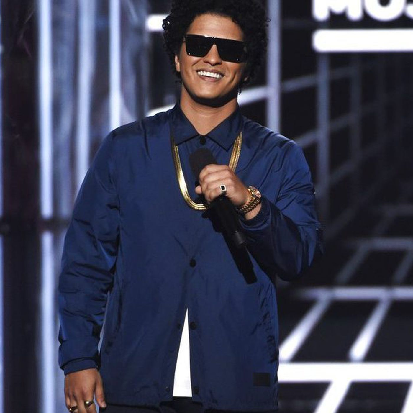 Bruno Mars to provide Thanksgiving meals for 24K in Hawaii - Chicago