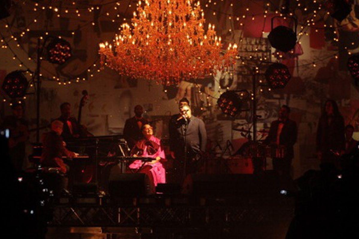 "Alber singing ""Que Sera, Sera"" after his F/W 2012 show, via Getty"