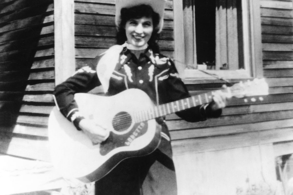 Loretta Lynn poses with her guitar in 1960