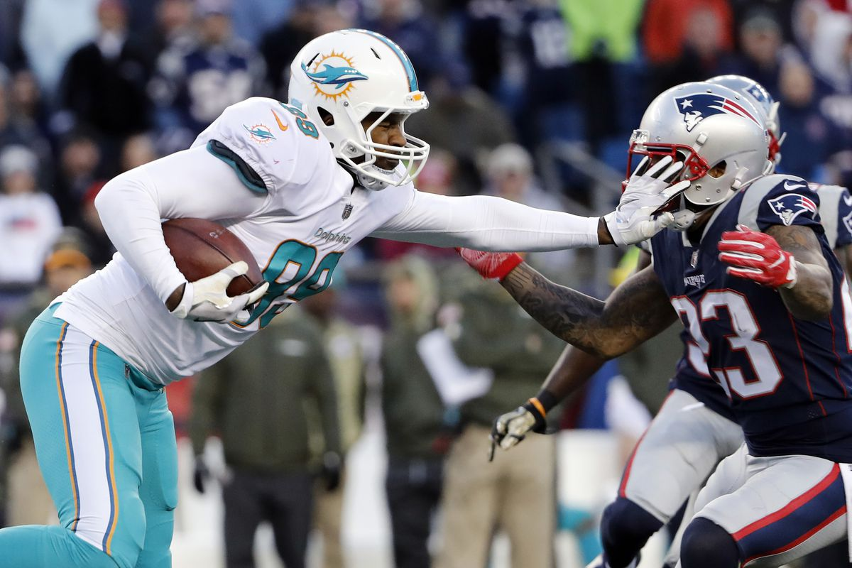 NFL Expert Picks: New England Patriots at Miami Dolphins