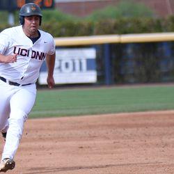 UConn's Joe DeRoche-Duffin (22)