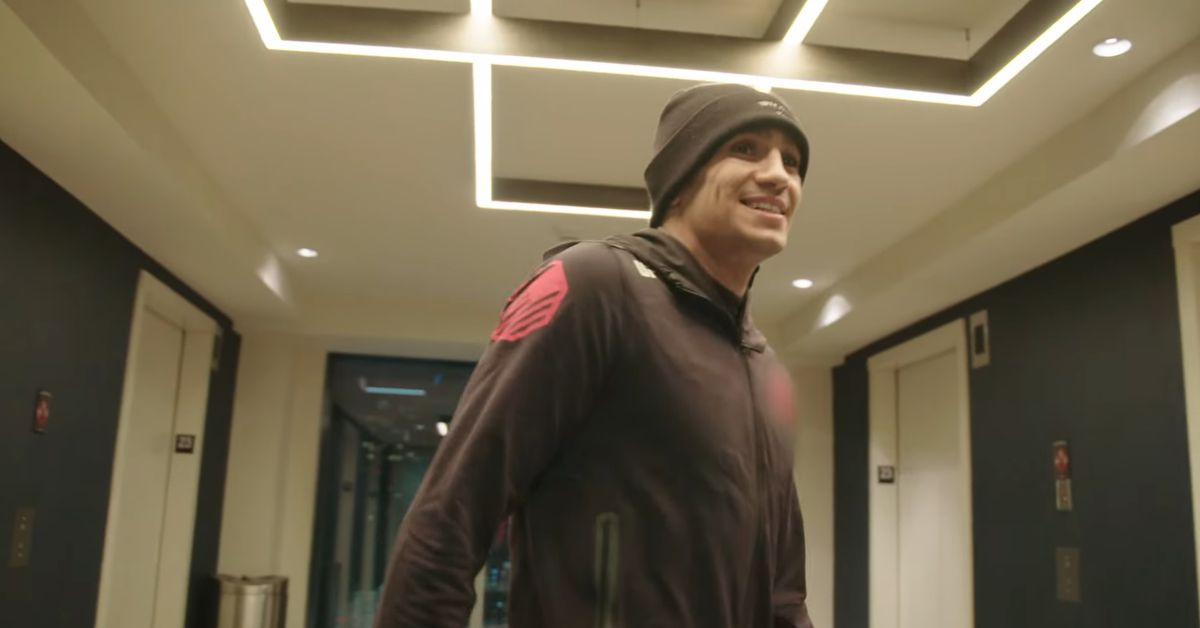 UFC 262 Embedded, Episode 1: Tony Ferguson goes for a late night run in Houston