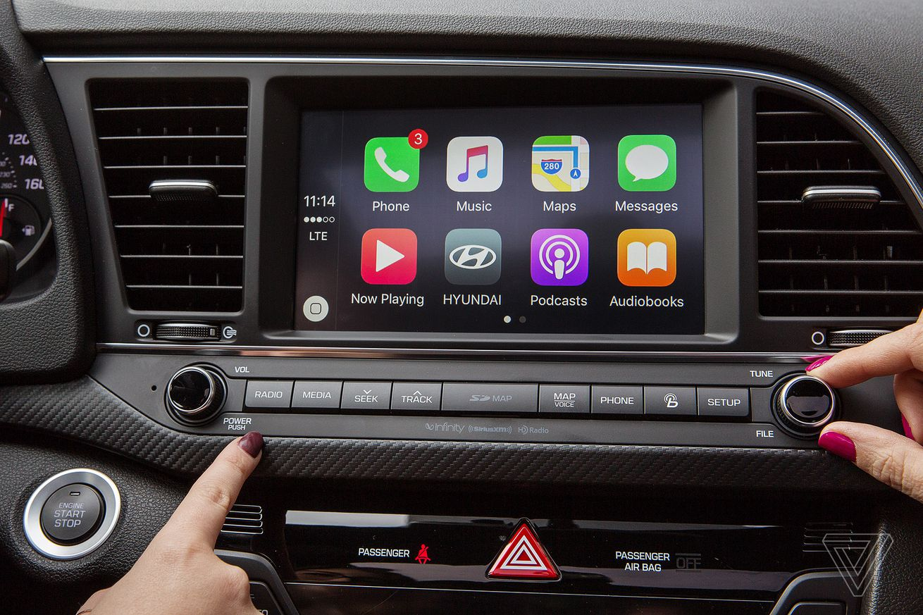 waze adds apple carplay support just days after google maps