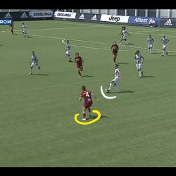 Soffia starts to press Juve and try to trap them back inside their own end of the pitch.