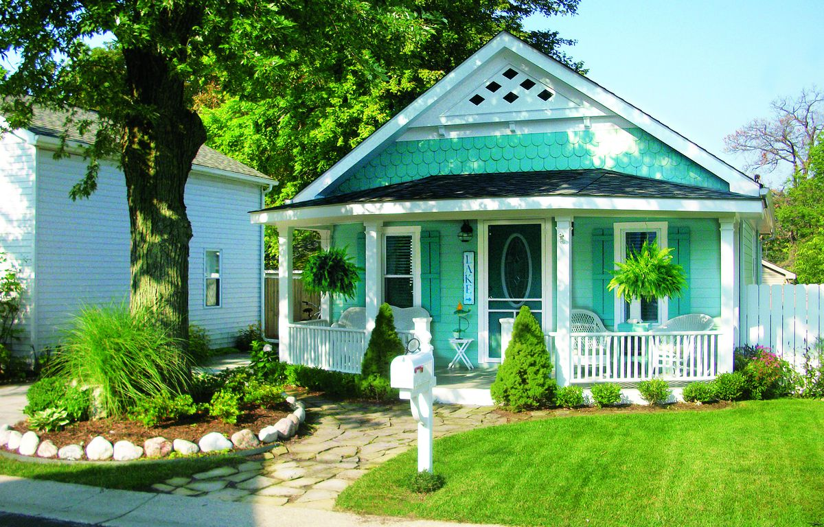 Curb Appeal After: 1930s Cottage In Keego Harbor, Michigan